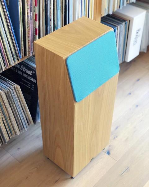 neat acoustics   IOTA Xplorer Standlautsprecher